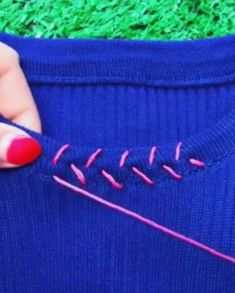 Creative Embroidery and Stitching Ideas 💡 - Best creative ideas about embroi. Creative Embroidery and Stitching Ideas 💡 - Best creative ideas about embroidery sewing and stitching. Mend your clothes using embroidery. Source by rofindeisen - Sewing Projects For Beginners, Sewing Tutorials, Sewing Hacks, Sewing Crafts, Sewing Tips, Sewing Ideas, Diy Crafts, Sewing Stitches, Embroidery Stitches