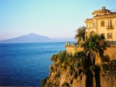 Want to wake up in a room with a view? Then book a vacation in Sorrento.