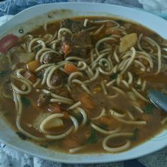 Sopas Light, Portuguese Recipes, Spaghetti, Soup, Cooking Recipes, Tasty, Leis, Ethnic Recipes, Beef Soup Recipes