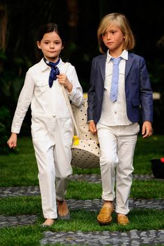 See all the Collection photos from Bonpoint Spring/Summer 2017 Ready-To-Wear now on British Vogue Summer Wear, Spring Summer, Zara, Boy Models, Kids Swimwear, Beautiful Couple, Business Fashion, Boy Fashion, Young Fashion