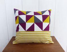 Housse de coussin 40 x 40 cm tissus Triangles Jaune, Gris et aubergine et losanges Moutarde : Textiles et tapis par zig-et-zag