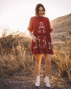 "209 Likes, 14 Comments - Lindsey Livingston (@thelindseylook) on Instagram: ""Golden hour desert magic with @zacherya0 ✨ #freepeople #UOonYOU"""