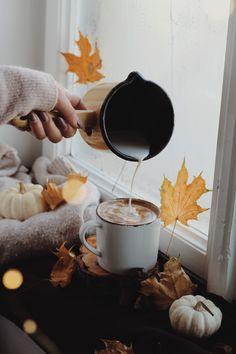 Autumn Coffee, Chocolate Fondue, Coffee Maker, Kitchen Appliances, Instagram, Food, Coffee Maker Machine, Diy Kitchen Appliances, Coffee Percolator