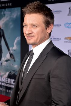 Jeremy Renner Photos - Jeremy Renner Goes on a Date - Zimbio