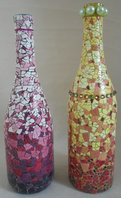 The recycled eggshell - several unexpected uses and interesting DIY projects - Princess DIY Wine Bottle Vases, Recycled Glass Bottles, Glass Bottle Crafts, Painted Wine Bottles, Bottles And Jars, Mosaic Crafts, Mosaic Art, Eggshell Mosaic, Mosaic Bottles