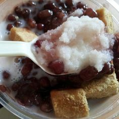 simple patbingsu with red beans and rice cake