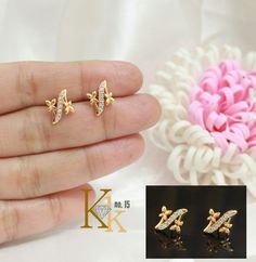 Fancy Jewellery, Gold Rings Jewelry, Jewelry Design Earrings, Gold Earrings Designs, Gold Jewellery Design, Kids Earrings, Gold Ring Designs, Jewelry Patterns, Ear Rings