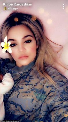 Kim Kardashian had a few things to say about baby True, the daughter of sister Khloe and basketball star Tristan Thompson. While on Live With Kelly And Ryan on Friday , she called the tot 'gorgeous. Estilo Khloe Kardashian, Robert Kardashian, Kardashian Jenner, Kardashian Family, Khloe Baby, Snapchat Selfies, Cute Baby Photos, Celebrity Babies, Celebs