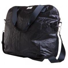 A stylish black rain-friendly bag - Myrsky - Globe Hope. Made from old army raincoats. Sustainable Fashion, Purses And Bags, Globe, Raincoat, Army, Backpacks, Mens Fashion, Stylish, How To Wear