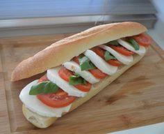Nestíháte, nevíte, co vařit a potřebujete poradit? Dáme vám inspiraci na zdravé rychlé obědy, po kterých nepřiberete a zvládne je každý. Hot Dog Buns, Hot Dogs, Food And Drink, Bread, Mozzarella, Ethnic Recipes, Breads, Bakeries