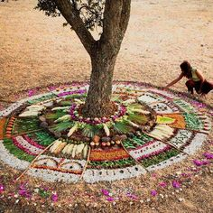 Spend your vacation learning the art of mandala in Lisbon, Portugal with an artist. Mandala Nature, Flower Mandala, Mandala Art, Land Art, Diy Nature, Nature Crafts, Ephemeral Art, Ecole Art, Arte Popular