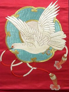 Vintage nagoya obi has doukyo(copper mirror) and cute dove pattern, which are finely embroidered on the vivid colored background. Ichiroya