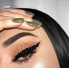 If you're in need of some eye makeup looks inspiration. Look no further these are 23 beautiful makeup to get you the spring and summer feel you need. In these 23 looks you will find , fresh… Creative Makeup Looks, Unique Makeup, Beautiful Eye Makeup, Colorful Eye Makeup, Cute Makeup, Pretty Makeup, Awesome Makeup, Prom Makeup, Eye Makeup Art