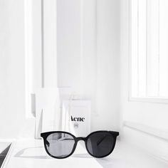simplistic-serendipity:cheap, up-to-date online fashion boutique Silver Blonde, Black White Fashion, Online Fashion Boutique, High End Fashion, Fashion Night, Look At You, Ray Ban Sunglasses, Casual Outfits, Vogue