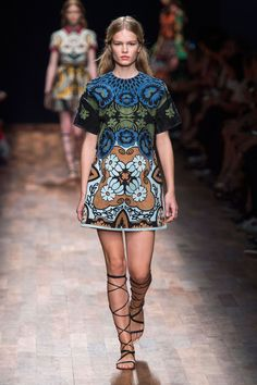 Valentino SS2015 Printed shift dress with gladiator sandals #pixiemarket