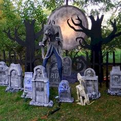 How to Create a Spooky Halloween Werewolf Scene – awmyangel . How to Create a Spooky Halloween Werewolf Scene Spooky Halloween Werewolf Scene Halloween Outside, Soirée Halloween, Adornos Halloween, Halloween Projects, Halloween Yard Ideas, Homemade Halloween, Diy Halloween Tombstones, Home Depot Halloween, Halloween Tricks