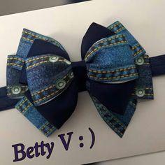 Diy Hair Bows, Ribbon Hair, Ribbon Bows, Denim Hair, Homemade Bows, Hair Bow Tutorial, Baby Hair Clips, Denim Ideas, Denim Crafts