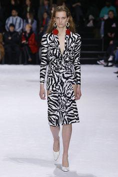 1605d9d2ac Balenciaga Fall 2018 Ready-to-Wear Collection - Vogue Balenciaga