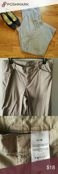 "SALE!! 👖Dockers Pants👖 Beautiful Dockers soft pants. Used a couple of times. No stains or damages. Approx L 41"". Waist side to side approx 18"". Dockers Pants"
