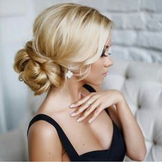 30 Awesome Wedding Bun Hairstyles Bun hairstyles are the most popular wedding hairdos. They are good for different hair length. Get inspired with our collection of wedding bun hairstyles. Summer Wedding Hairstyles, Fancy Hairstyles, Bride Hairstyles, Hairstyle Ideas, Hairstyles Pictures, Hairstyle Wedding, Glamorous Hairstyles, Bridesmaid Hairstyles, Chignon Wedding