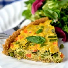 Highlighting the bounty of Spring produce with this veggie-packed Asparagus & Fennel Quiche (with a quinoa crust).