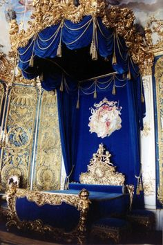 Linderhof Palace, (King Ludwig II's bedchamber) Germany, in southwest Bavaria near Ettal Abbey. It is the smallest of the three palaces built by King Ludwig II of Bavaria and the only one which he lived to see completed. Chateau Versailles, Palace Of Versailles, Gothic Interior, Interior Design, Linderhof Palace, Gothic Bedroom, Royal Bedroom, Baroque Bedroom, Fantasy Bedroom
