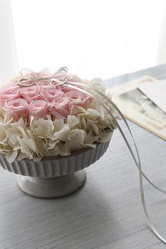 ダーズンローズのリングピロー ピンク】12本のバラにはそれぞれ意味があり、「感謝・誠実・幸福・信頼・希望・愛情・情熱・真実・尊敬・栄光・ 努力・永遠」を象徴しています。  Ring pillow, Dozen rose,  Pink http://www.fleuriste-glycine.jp/