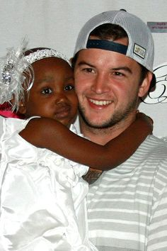 It's nothing short of a miracle that there is more life to live for Starla Chapman, the little girl who Alabama QB AJ McCarron can never forget, writes Mark Schlabach. College Football Coaches, Alabama Football, Football Food, Lsu, Nick Saban, University Of Alabama, Alabama Crimson Tide, Roll Tide, Role Models