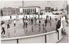 Theresiaparochie, Le Sage Ten Broekstraat, kunstijsbaan zoals deze in eerst fase aangelegd werd, later werd er een overkapping over gebouwd en Pelikaanhal genoemd. In eerste instantie lag op dit terrein een speeltuin (zie andere foto). Op het achterste terrein van de speeltuin werd 's winters als het vroor, een ijsbaan aangelegd.
