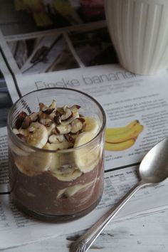 Yoghurt and kakao, havregryn og banan Fodmap Breakfast, Low Fodmap, Sweet Desserts, Oatmeal, Food And Drink, Pudding, Lunch, Snacks, Dishes