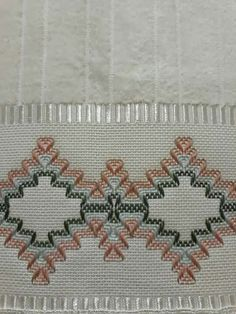 Miriam Perez's media content and analytics Swedish Embroidery, Crewel Embroidery, Embroidery Stitches Tutorial, Embroidery Designs, Swedish Weaving Patterns, Monks Cloth, Cat Cross Stitches, Hello Kitty Wallpaper, Bead Loom Patterns