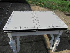 black and white enamel kitchen table Vintage Furniture, Painted Furniture, House Furniture, Furniture Ideas, Vintage Table, Vintage Kitchen, Art Deco Kitchen, Kitchen Ideas, Vintage Enamelware