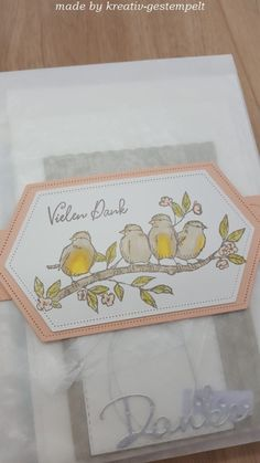 """Die Pergamintütchen habe ich zusammen mit einer Banderole versehen und so als Geschenk fertig gemacht!  Zur Dekoration habe ich das Produktpaket ,,Vogelgarten"""" verwendet. Koloriert habe ich die süßen Piepmätze mit den Blends in savanne, osterglocke, kürbisgelb und olivgrün. Bunting Bag, Cards, Creative, Dekoration"""