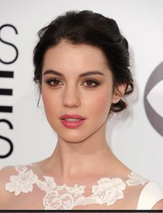 Adelaide Kane in 'Reign'. Why can't I look like her? Adelaide Kane, Beauty Make-up, Beauty Hacks, Hair Beauty, Bridal Makeup, Wedding Makeup, Reign, Looks Instagram, Smokey Eye Makeup