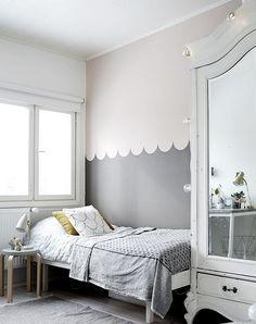 skandinavisch eingerichtetes Kinderzimm - Wandgestaltung in grau und weiß