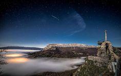 Una estrella fugaz sobre la sierra de San Donato, #Navarra.  (By @inyakky / Instagram)