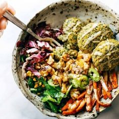 The Ultimate Winter Bliss Bowls. Eat well AND keep your glow all through winter! Easy homemade falafel roasted veggies and flavorful sauce all in one big bowl! Lentil Recipes, Pork Recipes, Lunch Recipes, Healthy Recipes, Easy Recipes, Cuban Mojo Marinated Pork, Cuban Pork, Baked Falafel, Falafel Recipe
