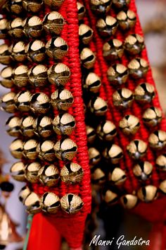 A ghungroo is a musical anklet tied to the feet of classical Indian dancers made of many small metallic bells strung together Dance Paintings, Indian Art Paintings, Dance Photos, Dance Pictures, Kathak Costume, Kathak Dance, Indiana, Indian Aesthetic, Dancing Drawings