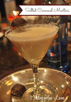 The perfect drink for fall--a whipped apple cider martini. Using apple cider and whipped cream vodka, a tasty martini drink for Fall or Halloween Martini. Fancy Drinks, Cocktail Drinks, Yummy Drinks, Alcoholic Drinks, Mix Drinks, Fun Cocktails, Triple Sec, Martini Recipes, Cocktail Recipes