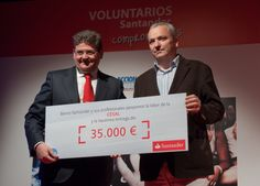 Recibe el premio:  Pablo Llano Torres, Director CESAL. Entrega el premio: Jesús Cepeda, DG RRHH, Organización y costes.