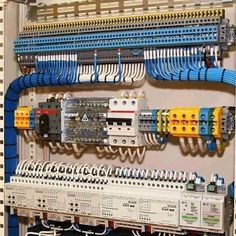 Super clean work 🖤 Credit to RP from Electrical Panel Wiring, Electrical Circuit Diagram, Electrical Projects, Electrical Installation, Engineering Technology, Electronic Engineering, Electrical Engineering, Diy Electronics, Electronics Projects