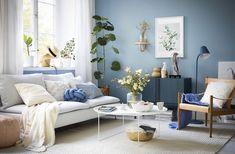 I år inspireras vi av den moderna västkusten. Vi målar väggarna i milda blå nyanser, väljer möbler i mjuka naturtoner och textilier i behagligt linne. Fablernas värld gör sig synlig i detaljerna.