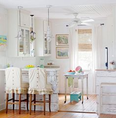 Cottage style and farmhouse style rooms are still very popular and many people loved the casual lived-in feel that these rooms provide. Description from southernhospitalityblog.com. I searched for this on bing.com/images
