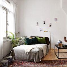 eclectic living room furnishings and art / sfgirlbybay