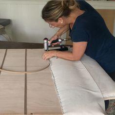 Diy Tufted Headboard, Bed Headboard Design, Headboards For Beds, Iron Furniture, Diy Pallet Furniture, Furniture Upholstery, Living Room Sofa Design, Fabric Strips, Diy Bed