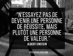"""Citation d'Albert Einstein sur la réussite et le succès: """"N'essayez pas de devenir une personne de réussite, mais plutôt une personne de valeur."""""""