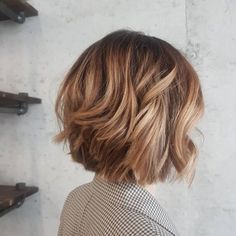 Picture perfect short layered caramel brown bob hair 2020 29 Hottest Caramel Brown Hair Color Ideas of 2020 Caramel Brown Hair Color, Brown Hair With Blonde Highlights, Brown Hair Colors, Hair Highlights, Short Caramel Hair, Caramel Color, Hair Color For Black Hair, Caramel Hair Honey, Layered Hairstyles