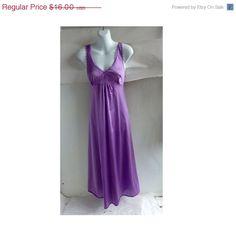 70s Vintage Negligee Size 32 Chest Lavender Purple Nylon Vassarette 80s