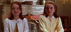 There are many things to love about the 1998 remake of The Parent Trap, from the comedic capers to Lindsay Lohan making her debut into the movie industry. However, what may have sealed the deal for you was likely the amazing fashion from The Parent… Lindsay Lohan, Twin Outfits, Date Outfits, Parent Trap Movie, Outfit Chic, Single Image, Disney Movies, Top Movies, Watch Movies