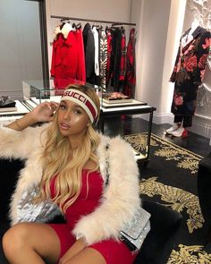 Sending the First Text - Get That Girl Texting A Girl, Gucci Headband, Cool Outfits, Summer Outfits, First Girl, Tumblr Girls, Cute Girls, Pretty Girls, Autumn Summer